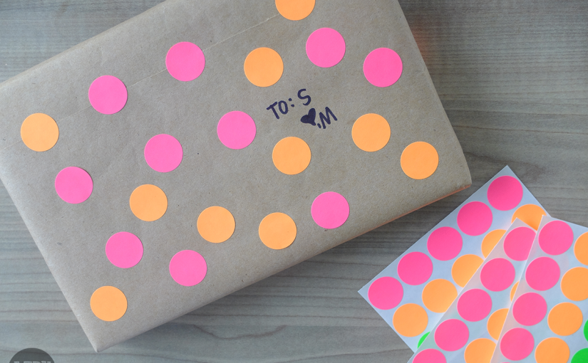 Its-A-Wrap-Quick-Polka-Dot-Sticker-Gift-Wrapping-011